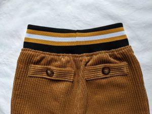 Rückseite Hose mit Strickbund